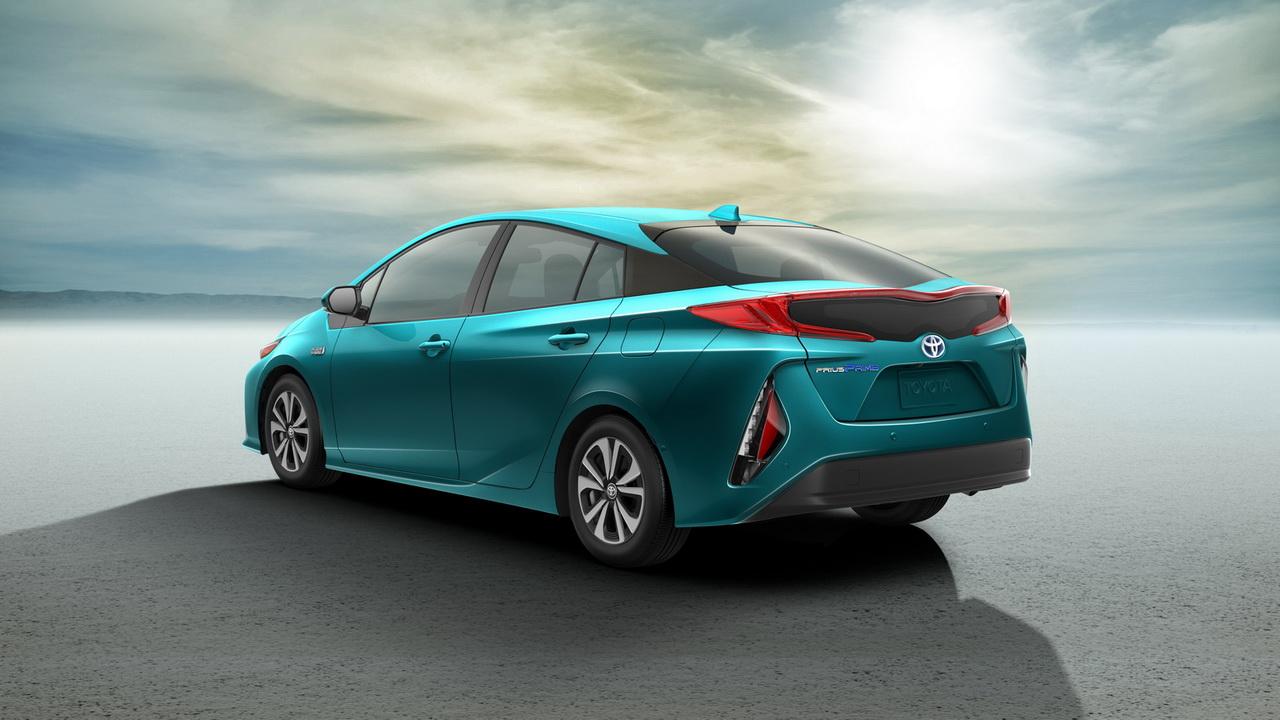 Toyota Prius вновь пристрастился к розетке