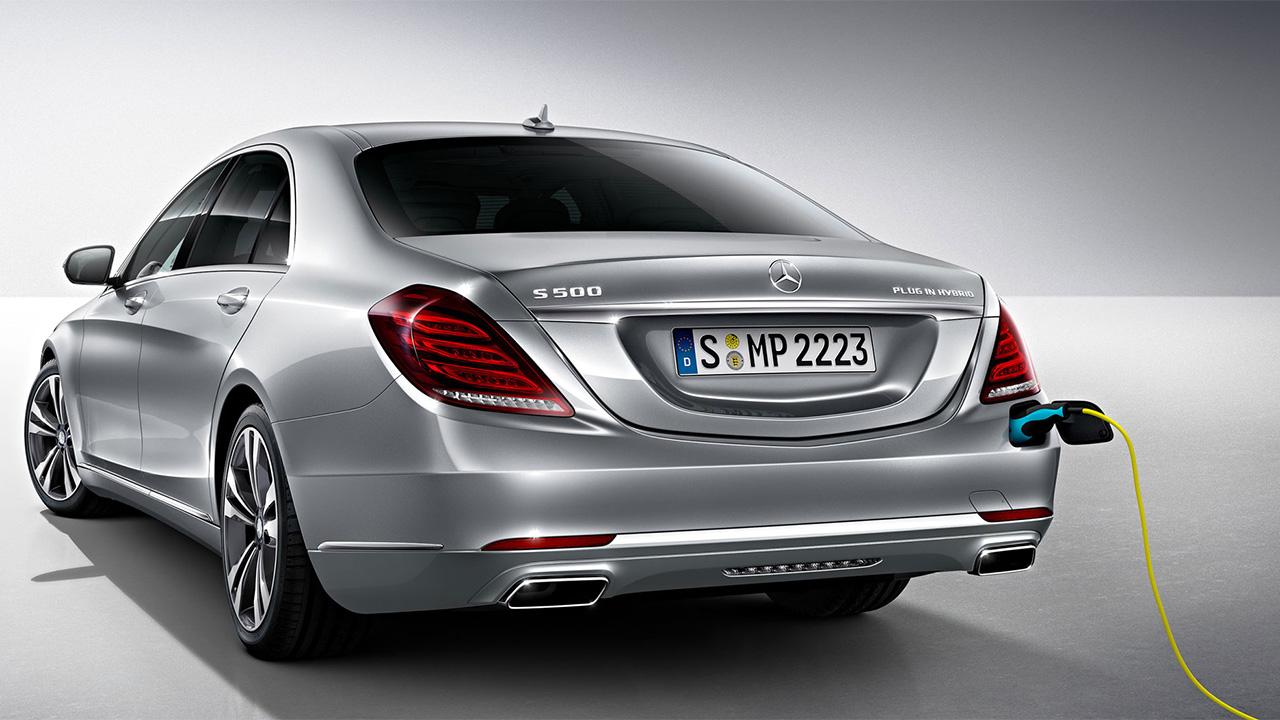 406 Mercedes готовит к осени несколько электрокаров