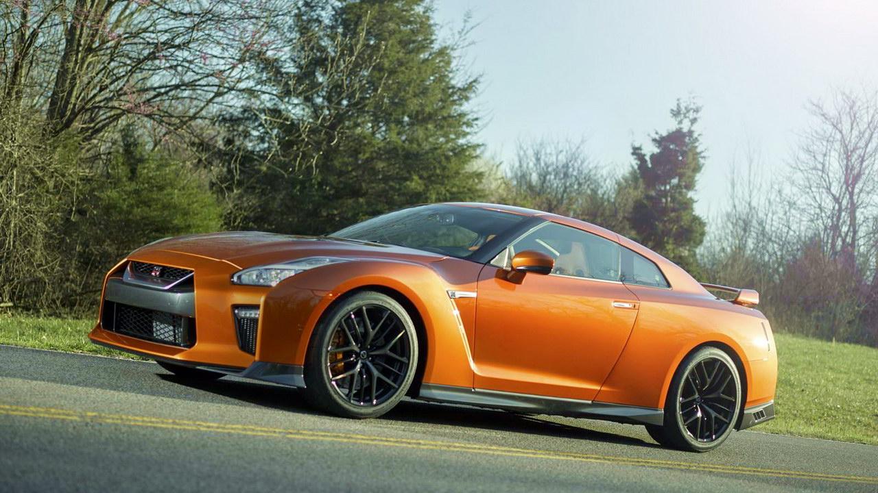 Обновленный Nissan GT-R примчал в Нью-Йорк