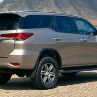 17545 Фортануло: Toyota Fortuner в Россию привезут официально