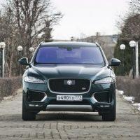 Вышибала в солнечных очках. Jaguar F-Pace