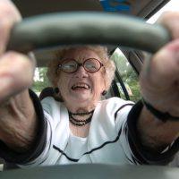 17934 Пенсионерка-угонщица катала пассажиров на краденом такси