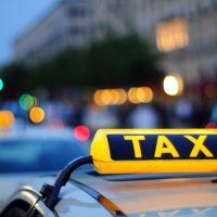 В центре Москвы открыли бесплатные парковки для такси