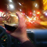 18148 Инспектор ДПС поспорил на 300 тысяч, что безнаказанно проедет пьяным по городу