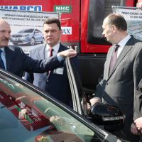 Лукашенко сравнил белорусский электрокар с Tesla