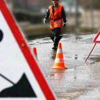 Ямочно-картофельный ремонт дорог: в Омске асфальт латают гнилыми овощами
