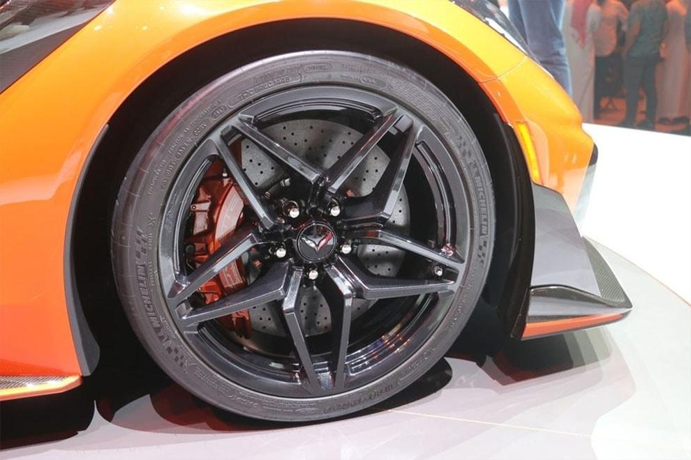 Обзор автомобиля Chevrolet Corvette ZR1 2018 – 2019 года