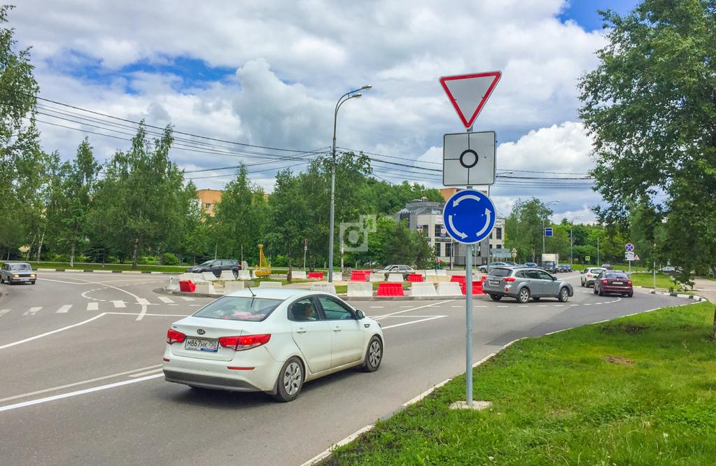 18923 Вступают в силу новые правила проезда круговых перекрестков