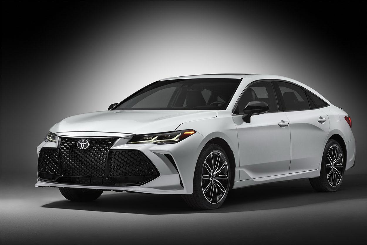 Обзор автомобиля Toyota Avalon 2019