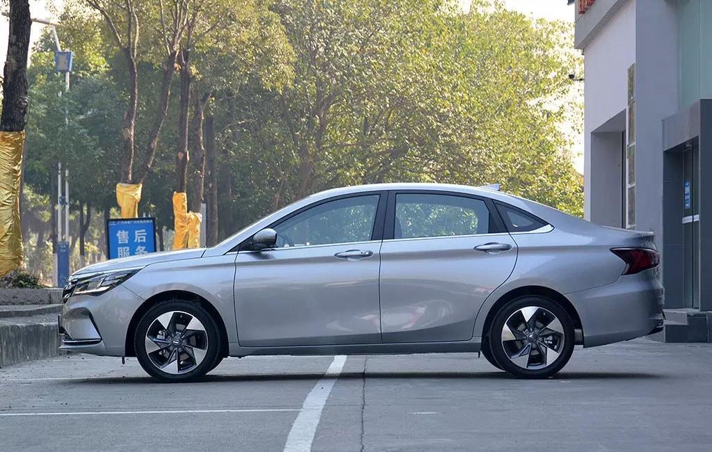 Обзор автомобиля GAC Trumpchi GA4 2018