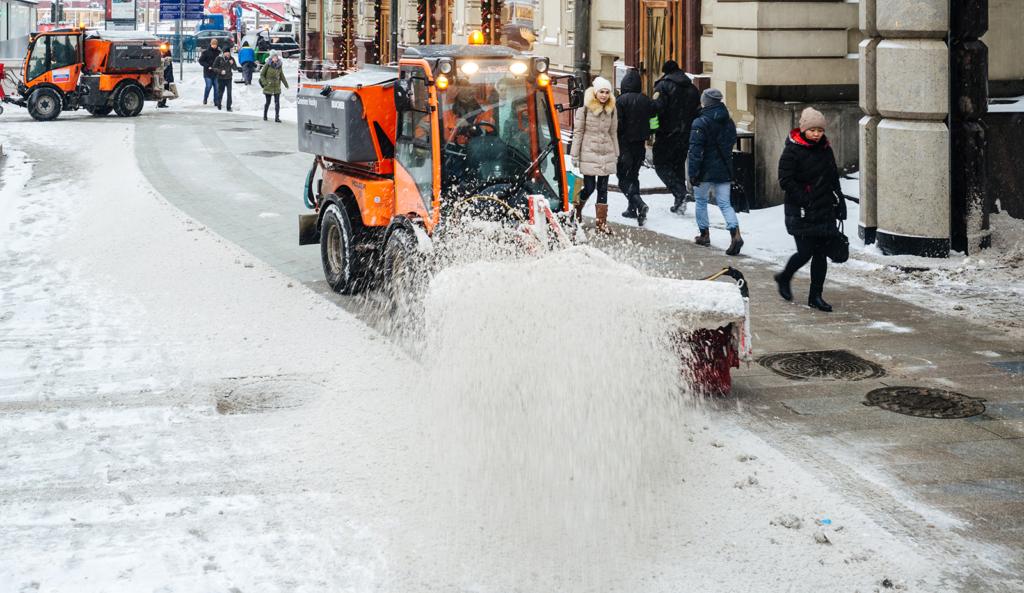 19932 Снегопад в Москве: водителям разрешили нарушать ПДД и предложили парковаться бесплатно