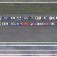 Логотип мощностью 22 000 л.с.: Pirelli выложила гигантский товарный знак из машин