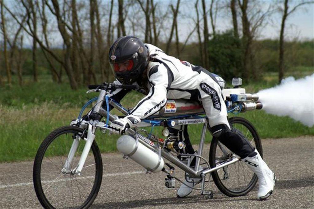 20916 Француз разогнался на реактивном велосипеде до 400 км/ч и погиб