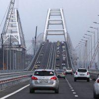 Любители селфи атаковали Крымский мост