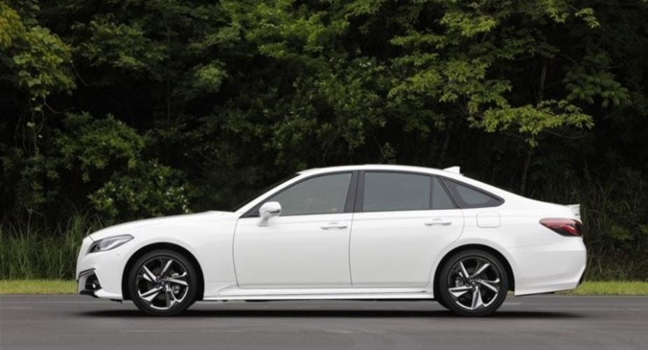 Обзор автомобиля Toyota Crown 2018 — 2019
