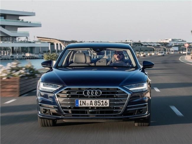 21184 Audi A8 научился ездить без водителя. Audi A8