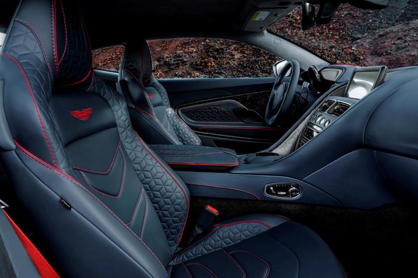 Обзор автомобиля Aston Martin DBS Superleggera 2018 – 2019