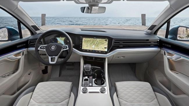 21635 Пытаемся вдохновиться кроссовером Volkswagen Touareg. Volkswagen Touareg