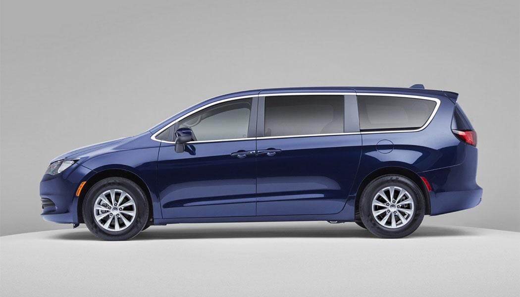 Описание автомобиля Chrysler Voyager 2020