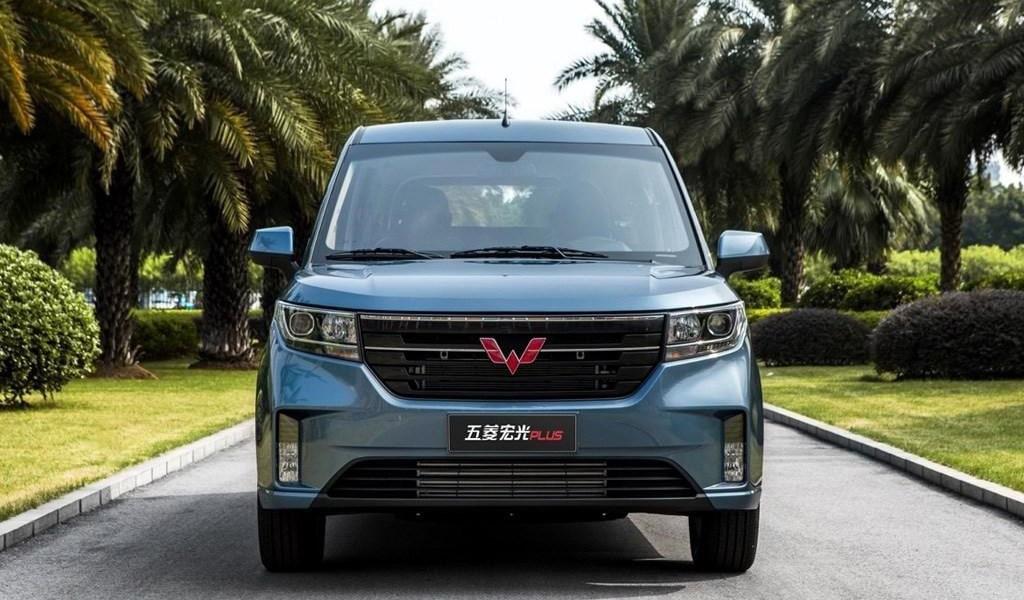 Описание автомобиля Wuling Hongguang Plus 2019