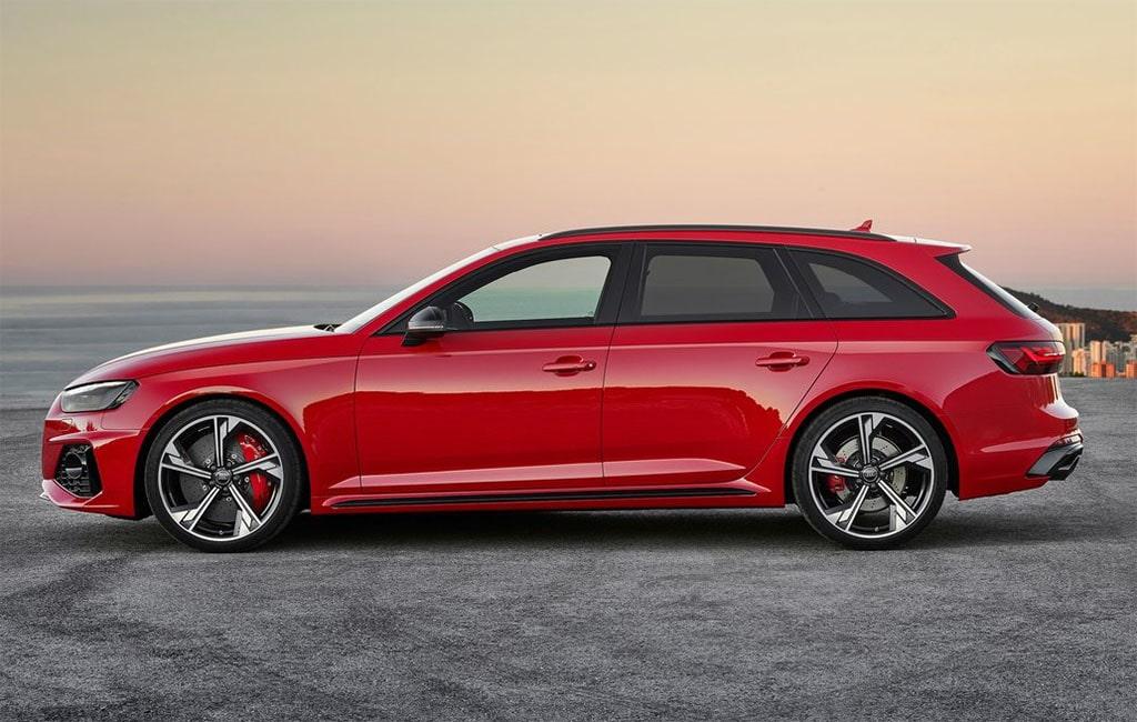 24322 Описание автомобиля Audi RS 4 Avant 2020