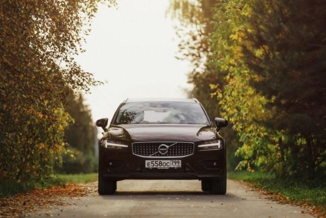 Разумная альтернатива кроссоверу. Volvo V60 Cross Country