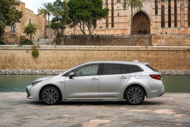 Красивый и практичный. Toyota Corolla Touring Sports