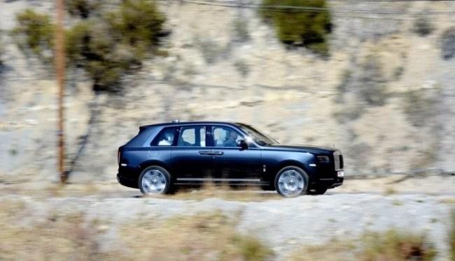 24765 Рыбачим из кресла в приподнятом настроении. Rolls-Royce Cullinan
