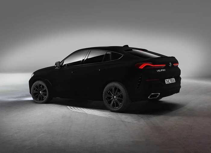 BMW X6 стал «самым черным автомобилем в мире»
