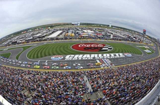 NASCAR может стать первой серией, возобновившей гонки
