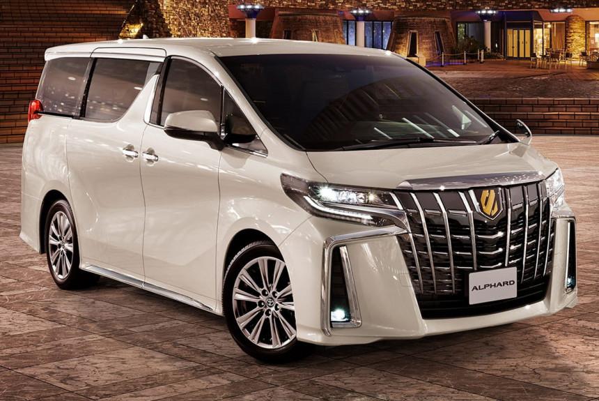 Toyota Alphard и Vellfire обзавелись «золотыми» версиями