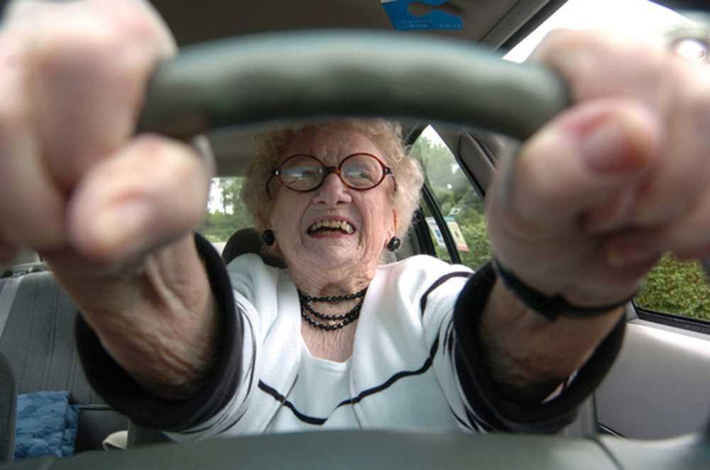 Пенсионерка-угонщица катала пассажиров на краденом такси