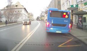 31095 Что делать, если автобус стоит на остановке: можно ли объезжать по сплошной?