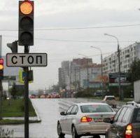 30770 Что делать, если остался на перекрестке и загорелся красный цвет светофора?