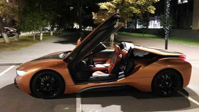 30738 Оса с крыльями бабочки. BMW i8 Roadster (I15)