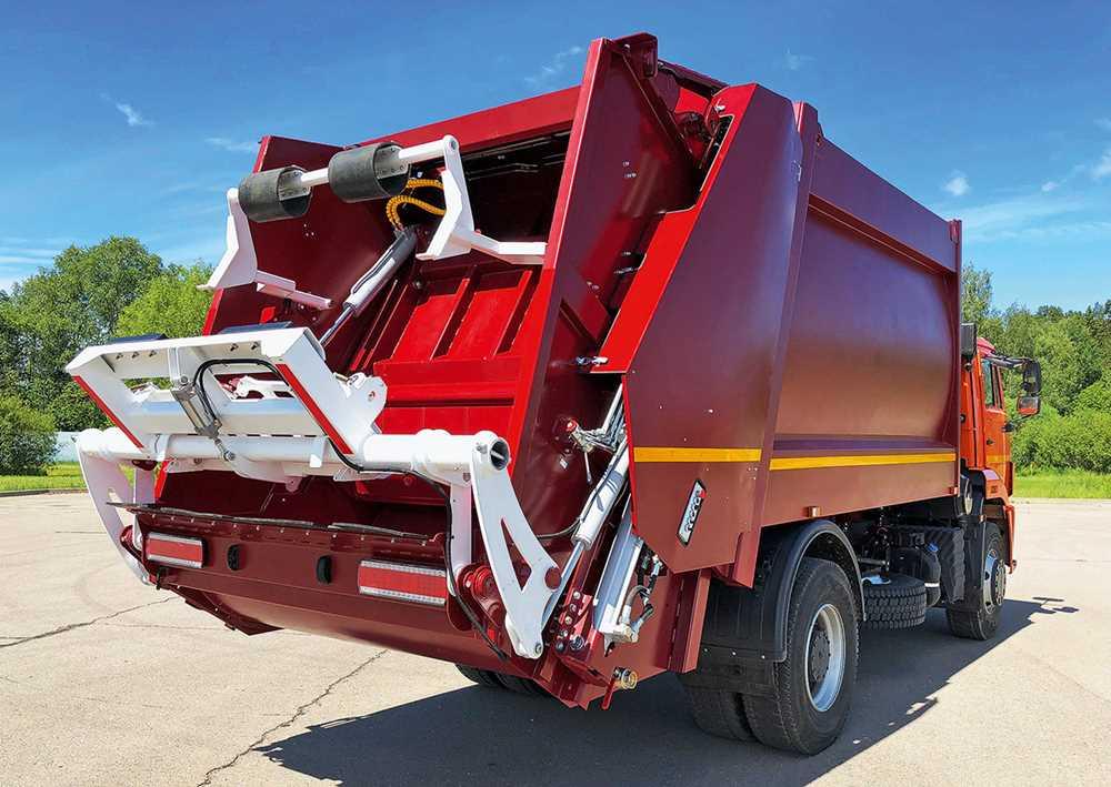 От «Мерседеса» до «КАМАЗа»: какие мусоровозы решат проблему вывоза бытовых отходов в России