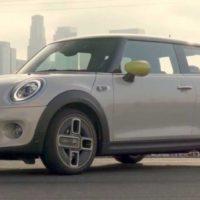 32213 Электрическое будущее наступает - Electric Mini Cooper SE. MINI Hatchback Electric