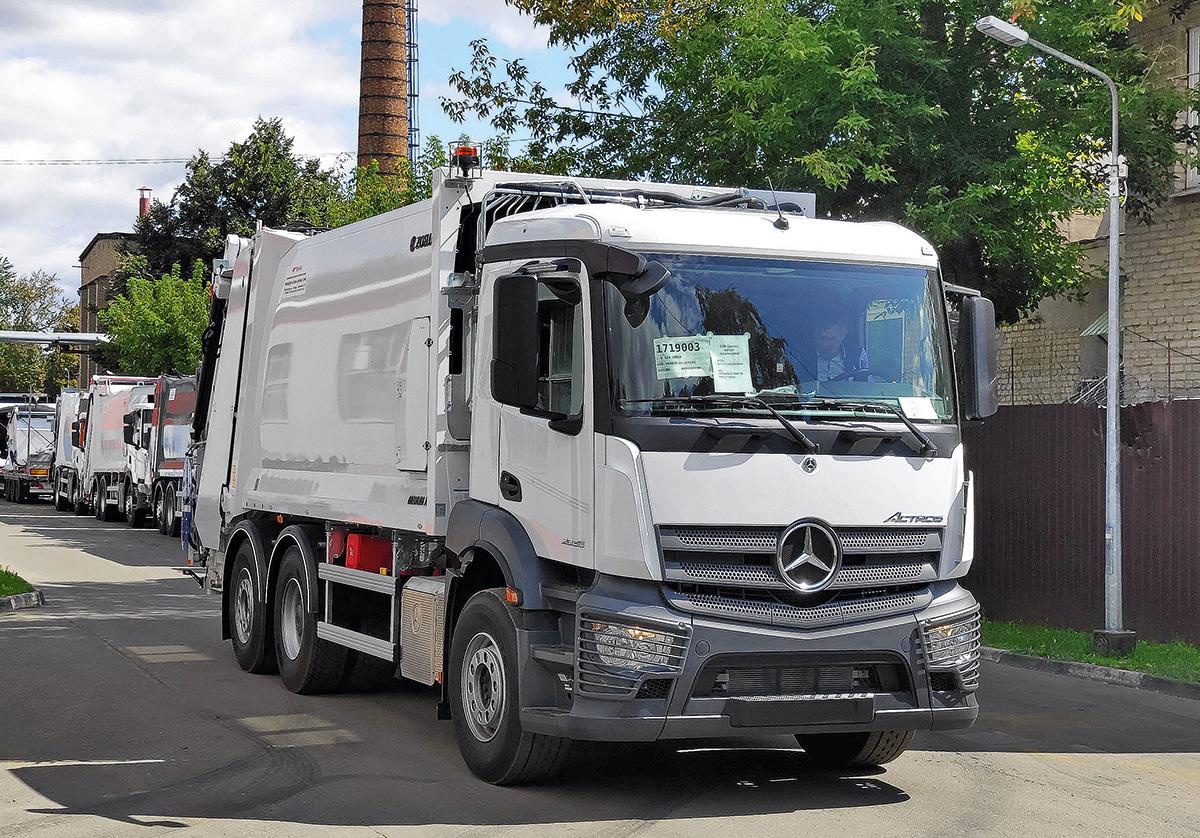 32032 От «Мерседеса» до «КАМАЗа»: какие мусоровозы решат проблему вывоза бытовых отходов в России