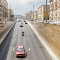 31874 В московских тоннелях меняют разметку