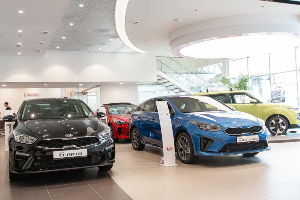 Продажи новых автомобилей в России в июне рухнули почти на 15%
