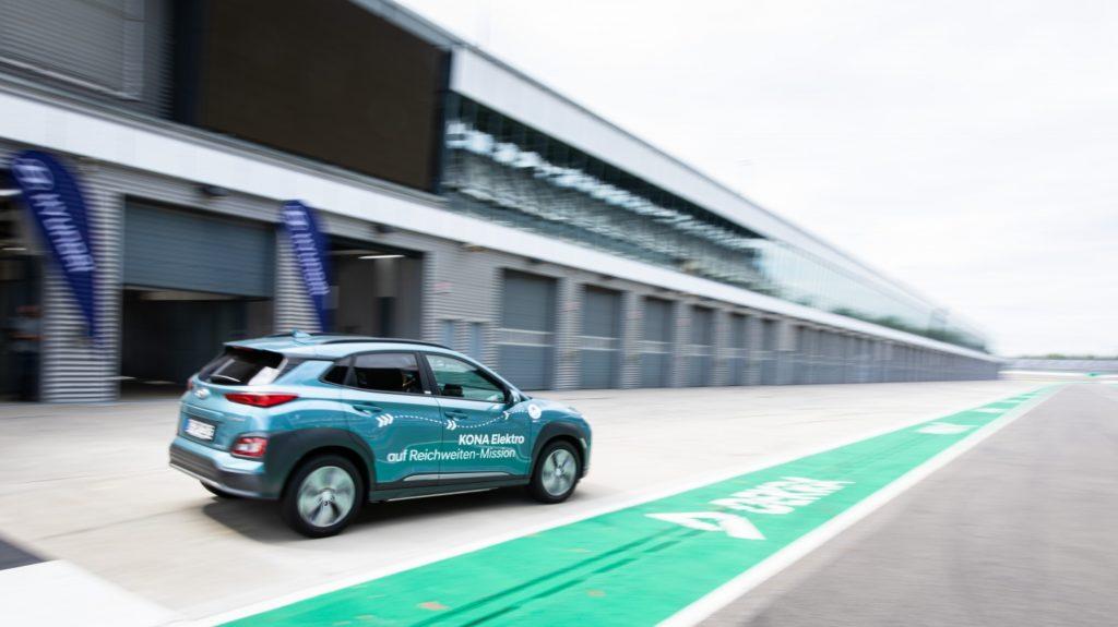 33787 Электрокроссовер Hyundai Kona Electric проехал более 1000 километров без подзарядки