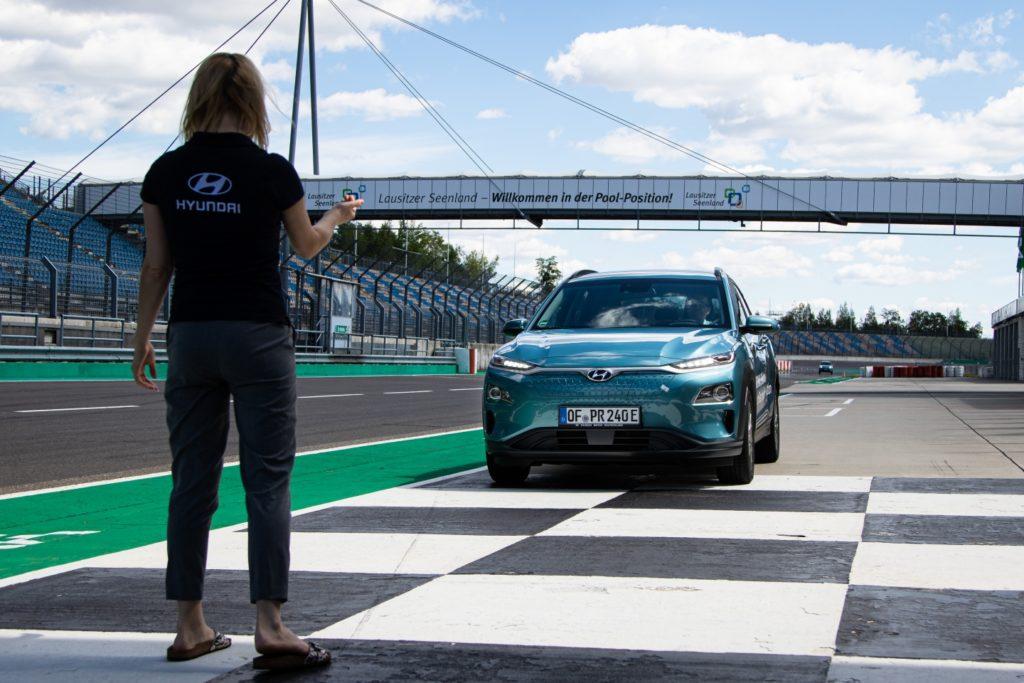 Электрокроссовер Hyundai Kona Electric проехал более 1000 километров без подзарядки