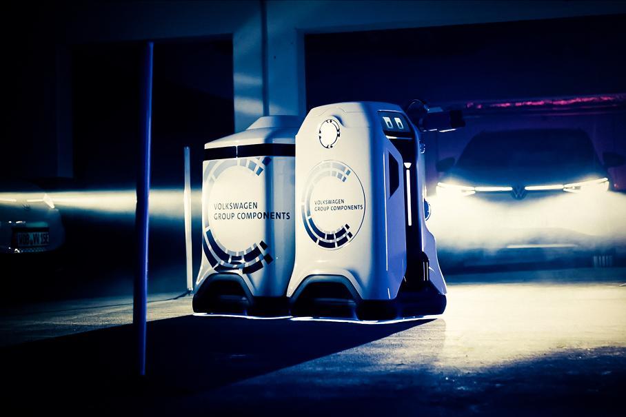 Volkswagen показал робота-заправщика, похожего на R2-D2