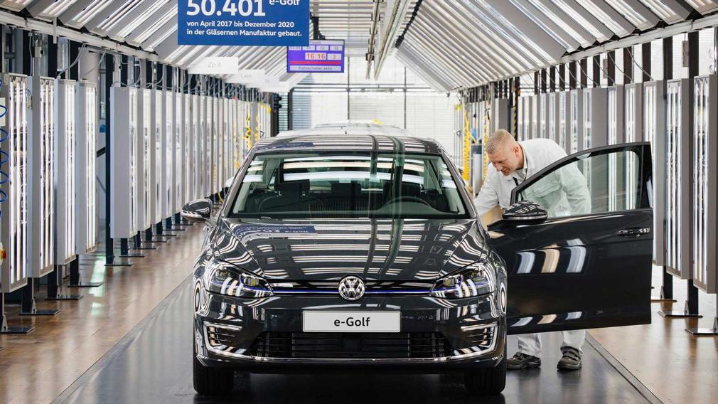 Volkswagen выпустил последний экземпляр модели e-Golf