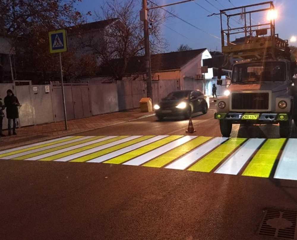 В России тестируют проекционные пешеходные переходы