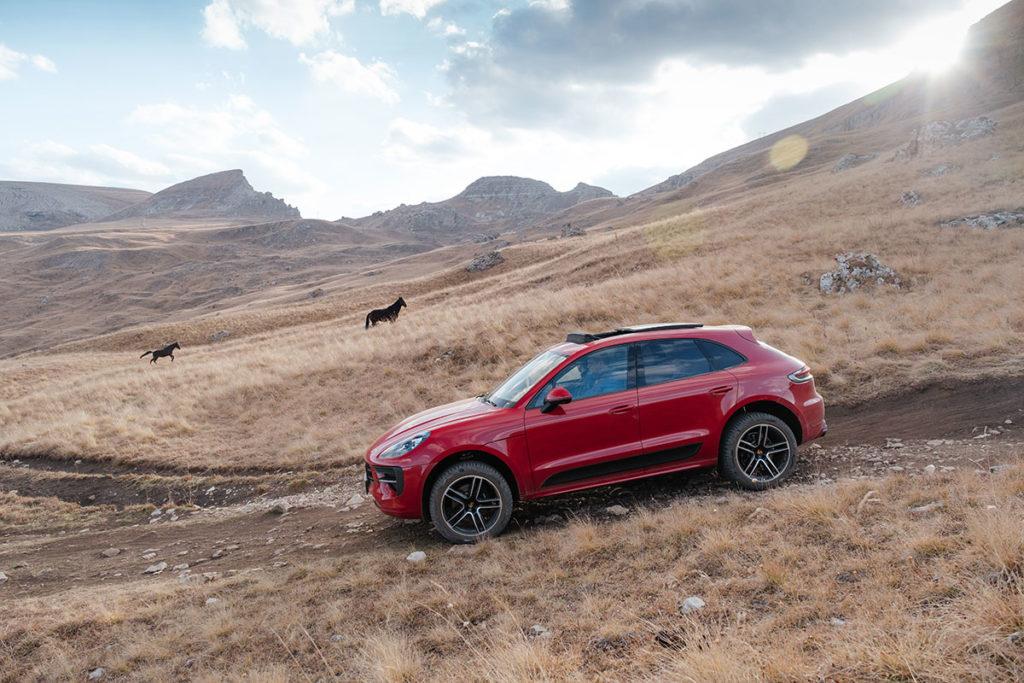 Загнал Porsche Macan GTS в горы, где ездят только «УАЗы»: рассказываю зачем