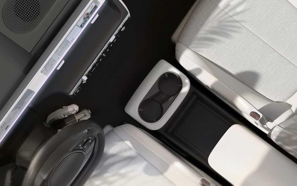 Hyundai впервые показал салон Ioniq 5