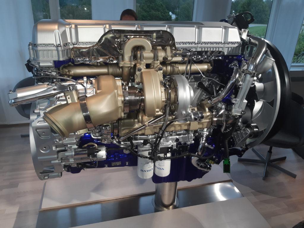 Началось производство нового поколения грузовиков Volvo: показываем, насколько они крутые